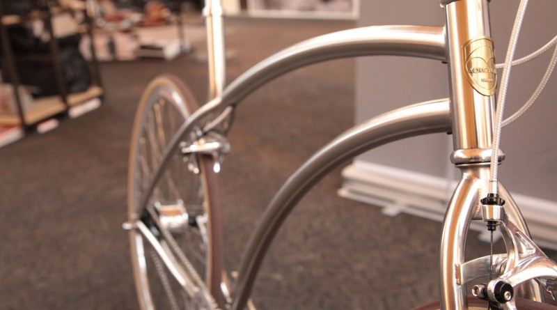 Devoid of seat tube joinery, the men's version is quite something to look at
