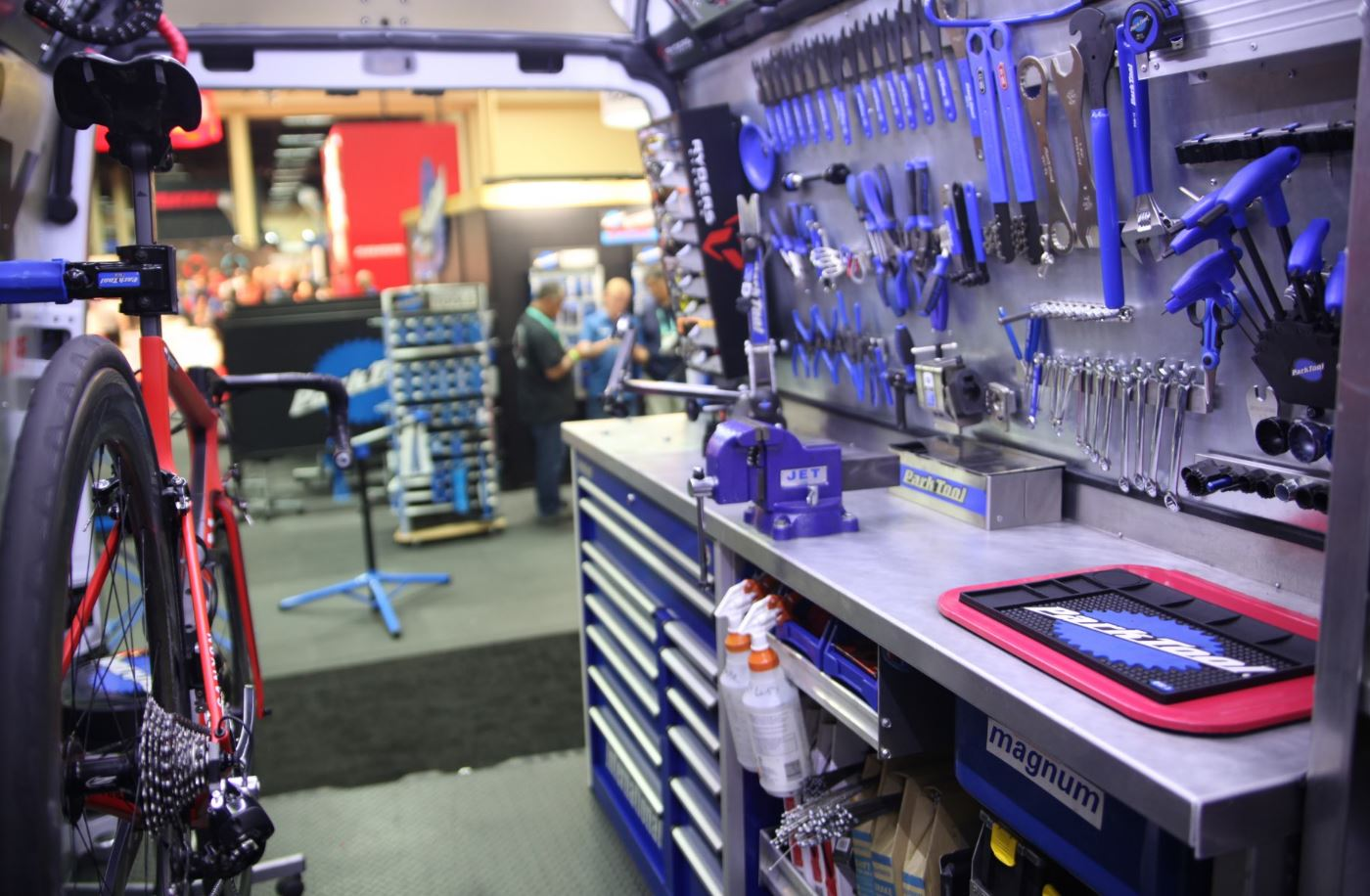 Mobile mechanics: a sustainable business for the bicycle retailer?