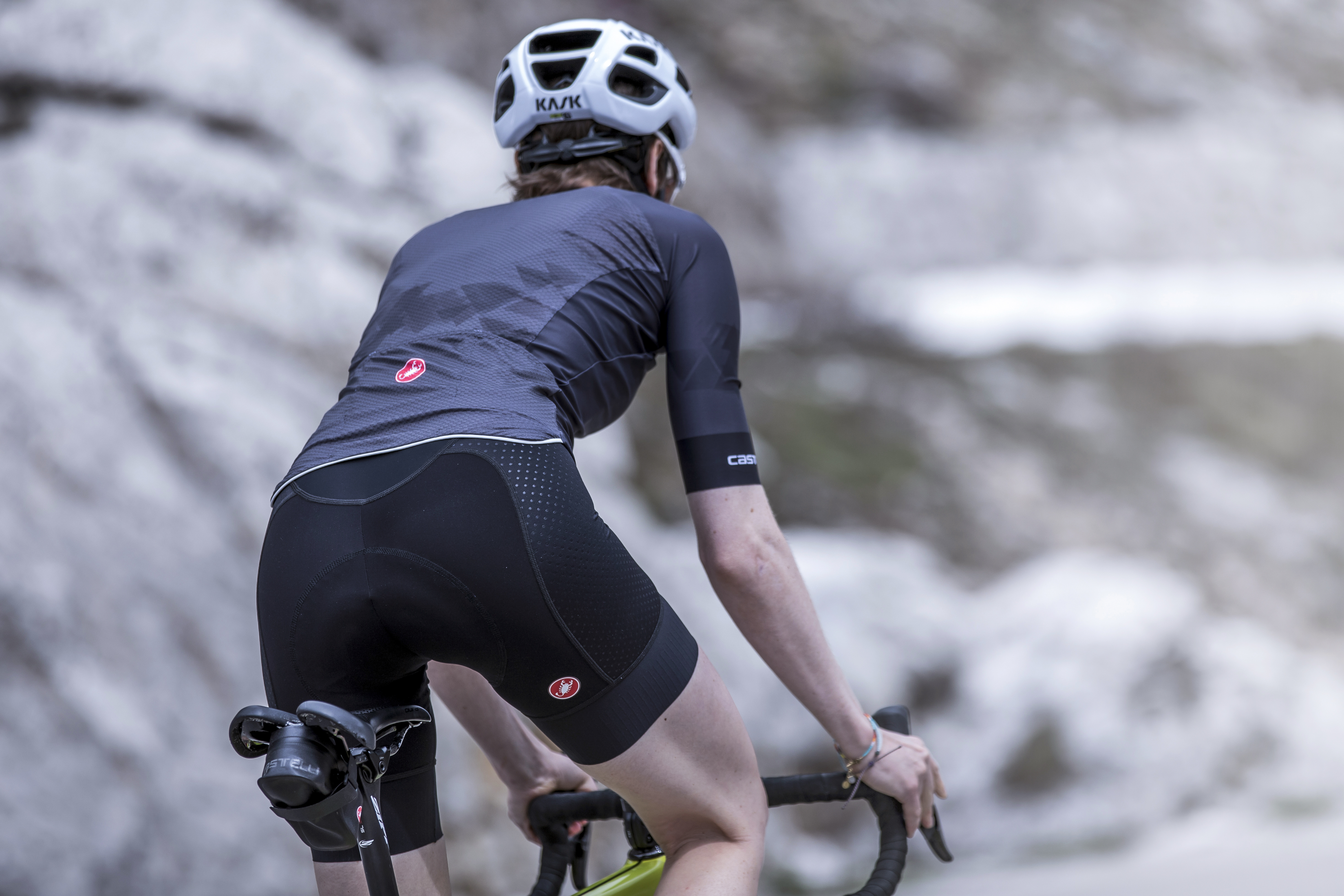 c1b35a17ffc ... and gives the same coverage as the bibs to ensure there are no gaps  between jersey and shorts. The Women s Free Aero Race 4 Short is priced at  £130.